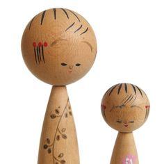 Par de muñecas kokeshi. Mini Kokeshi. Pequeñas Kokeshi. Muñecas de Kokeshi…
