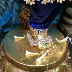 Heart Knot, Beautiful Henna Designs, Om Sai Ram, Hindu Deities, Krishna Images, Radhe Krishna, Indian Gods, Gods Love, Pikachu