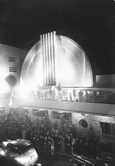 Minerva Theatre, Potts Point and Kings Cross, Sydney, May 1939 / photographer Sam Hood by State Library of New South Wales collection Essence Of Australia, Sydney Australia, Terra Australis, Sydney City, Interesting Buildings, Art Deco Design, Historical Photos, Art World, Architecture Art