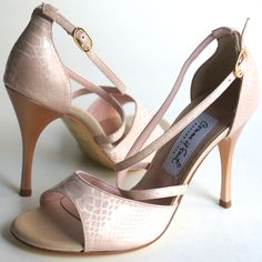 www.felinashoes.com Argentine Tango Shoes from Comme il Faut shoes. Engraved beige leather stilettos. Sizes 4 (34), Size 5 (35), Size 6 (36), Size 7 (37), Size 8 (38), Size 9 (39), Size 10 (40), Size 11 (41)