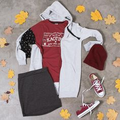 La receta de hoy es un poco de burdeos, hojas otoñales, bastante actitud positiva y el clásico toque de unas Converse (y topitos que nunca falte)✌️www.kaotikobcn.com #kaotiko #kaotikobcn #espaciokaotiko #barcelona #bcn #clothing #boy #man #girl #woman #urbanwear #autumn #shorts #accesories #shoes #tshirt #sweatshirt #urbanwear #outfit #trend