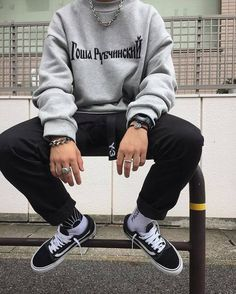 Vans Old Skool Black & White – West NYC – Men's style, accessories, mens fashion trends 2020 Streetwear Mode, Streetwear Fashion, Urban Fashion, Mens Fashion, Fashion Trends, Fashion Boots, Fashion Black, Cheap Fashion, Style Fashion