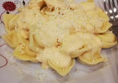 Sajttal töltött házi tortellini tejszínes mártással   Gyöngyi receptje - Cookpad receptek Tortellini, Vegas, Ravioli, Cauliflower, Macaroni And Cheese, Vegetables, Ethnic Recipes, Food, Recipies