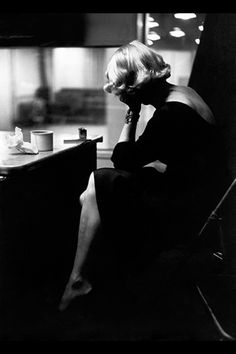 Marlene Dietrich photographed by Eve Arnold in New York, 1952. #actress #blonde #vintage http://filmnoirstyle.com