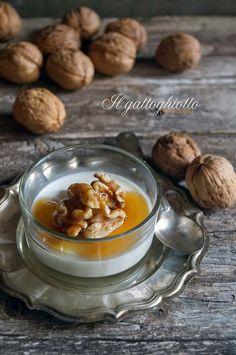 il gattoghiotto: Panna cotta salata al parmigiano con miele e noci