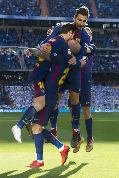 """Barcelona's Spanish midfielder Aleix Vidal (C) celebrates with teammtes after scoring during the Spanish League """"Clasico"""" football match Real Madrid CF vs FC Barcelona at the Santiago Bernabeu stadium in Madrid on December 23, 2017. / AFP PHOTO / CURTO DE LA TORRE"""
