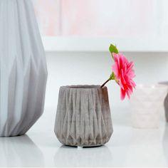 Love the minimalist look. Concrete grey vase in fluted design