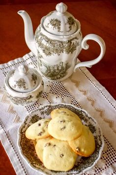 This Rum Raisins Cookies Recipe comes from Romania. The cookies are flavored with rum, are very easy to make and taste delicious. Serve them next to a cup of your favorite tea, or coffee and enjoy an old recipe that is very traditional in Romania. Cookie Flavors, Cookie Desserts, Cookie Recipes, Raisin Cookie Recipe, Raisin Cookies, Cake Cookies, Best Holiday Cookies, Christmas Cookies, Rum And Raisin Cake
