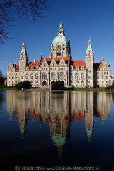 Neues Rathaus Spiegelung im Maschteich am Maschpark in Hannover (City Hall in Hannover, Germany)