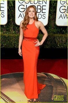 Amy Adams Looks Fabulous at Golden Globes 2016!