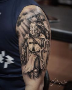 Tattoo do 🤘🏻 Warrior Tattoo Sleeve, Angel Warrior Tattoo, Viking Warrior Tattoos, Viking Tattoo Sleeve, Shoulder Armor Tattoo, Norse Tattoo, Full Sleeve Tattoos, Tattoo Sleeve Designs, Tattoo Designs Men