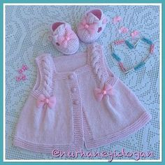 443 likes 69 comments Baby Vest, Baby Cardigan, Baby Knitting Patterns, Knitting Designs, Newborn Crochet, Crochet Baby, Diy Crafts Knitting, Baby Boots, Cardigan Pattern