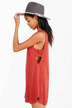 Silence + Noise Side Cut-Out Tank Top Shift Dress - Urban Outfitters