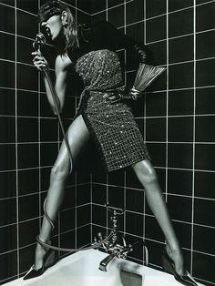 Yo canto así en la ducha! Anja Rubik by Mario Sorrenti for Vogue Paris March 2013