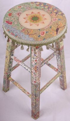 A decoupage stool with a shabby chic motive Decoupage Furniture, Hand Painted Furniture, Funky Furniture, Decoupage Ideas, Bohemian Furniture, Cheap Furniture, Painting Furniture, Furniture Ideas, Furniture Chairs