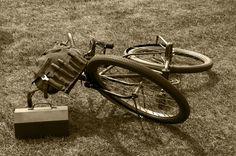 Wanneer Maddie op de boerderij zat, moest ze een nieuw weiland gaan zoeken waar de piloten van het maaneskader konden landen, want het weiland waar zei een noodlanding had gemaakt was door de elektriciteitskabels onbruikbaar. Met de fiets moest ze dan zo ver fietsen tot ze eindelijk een geschikt weiland vond.