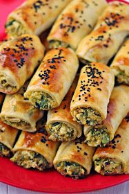 Kuchenne Łasuchowanie: Turecki Börek z nadzieniem z cukinii i sera Easy Cooking, Cooking Recipes, Healthy Breakfast Snacks, Good Food, Yummy Food, Turkish Recipes, Best Appetizers, Vegan Baking, Mediterranean Recipes