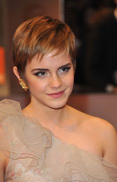 Emma Watson's layered pixie is so cute, we wish she'd bring it back.