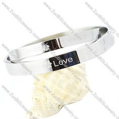 Stainless Steel Bracelet - b000105  Item No. : b000105 Market Price : US$ 51.80 Sales Price : US$ 5.18 Category : Couples Bangles Update time : 2013-05-08 Size: 67*57*8mm Availability : In Stock. Minimum Order : 3
