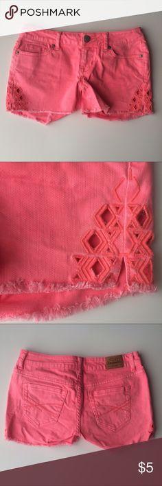 Aeropostale Coral Pink Midi 00 Embroidered Shorts These Aeropostale Coral Pink Midi 00 Embroidered Shorts are perfect for summer! Aeropostale Shorts