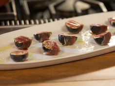Ina Garten's Roasted Figs and Prosciutto #Thanksgiving #ThanksgivingFeast #apps #appetizers