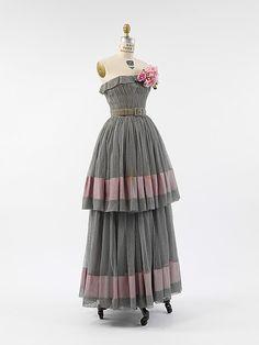 Evening dress, Design House: House of Balenciaga (French, founded 1937) Designer: Cristobal Balenciaga (Spanish, Guetaria, San Sebastian 1895–1972 Javea) Date: 1950 Culture: French Medium: silk