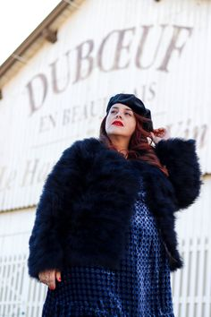 BLEU VELOURS – Le blog mode de Stéphanie Zwicky in #annascholz #feather jacket #plussizedesigner #featherjacket