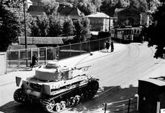 https://flic.kr/p/Eys6CR | Panzerkampfwagen IV (7,5 cm Kw.K. 40 L/48) mit Seitenschürzen (Sd.Kfz. 161/2) Ausf. G | Picture secretly taken in Oslo probably in 1943 or later by a person named Plathe.  This Panzer IV is quite interesting because the hangers for Schürzen fixed on the side of the chassis are dismounted and stored on top of the turret's armoured skirts.  Picture copyright digitaltmuseum.no  ________ The Panzer Pictures Database | @PanzerDB (Twitter) | panzerdb.com