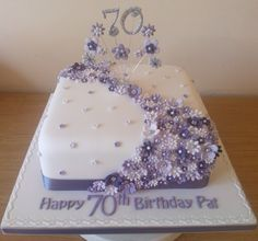 Brilliant picture of birthday cake birthday cake purple flower . - Yummy Kuchen - first birthday cake-Erster Geburtstagskuchen 70th Birthday Cake For Women, Square Birthday Cake, Birthday Sheet Cakes, 80th Birthday, 70th Birthday Party Ideas For Mom, Birthday Cake For Women Elegant, Birthday Cookies, Bolo Panda, Mom Cake