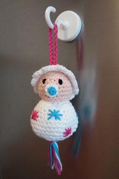Baby. Patroon: Gelukspoppetjes haken / Annemarie Arts - in roze of blauw, als presentje voor het kraambezoek.