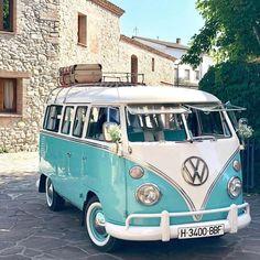 Vintage Volkswagen Bus, Vw Bus T1, Vw Camper, Volkswagen Golf, Pretty Cars, Cute Cars, Vw Hippie Van, My Dream Car, Dream Cars