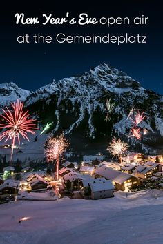On the Gemeindeplatz (town square) there are drinks and something small to eat (for example goulash soup, sausage roll). With live music and fire show! Goulash Soup, New Year's Eve Celebrations, Cultural Events, Bus Stop, New Years Eve, Live Music, Sausage, Fire, Drinks