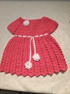 Tuto robe bébé tres jolie et très facile a faire. 150 g de rose au crochet num 3 Facebook: www.Facebook.com/alextitiatuto boutiquehttp://www.alittlemarket.co...