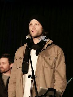 Jared looking FREAKING DELICIOUSLY MAGNIFICENT #Supernatural #PhxCon