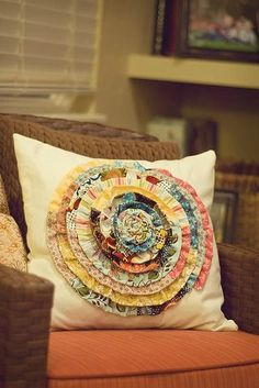 Cool Crafts You Can Make With Fabric Scraps - Fabric Scrap Rosette Pillow - Creative DIY Sewing Projects and Things to Do With Leftover Fabric and Even Old Clothes That Are Too Small - Ideas, Tutorials and Patterns. Scrap Fabric Projects, Diy Sewing Projects, Crafty Projects, Fabric Scraps, Sewing Tutorials, Sewing Crafts, Fall Projects, Diy Crafts, Teen Crafts