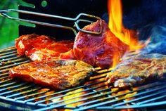 As the summer approaches I will give an insight into the Best BBQ Accessories for cooking your BBQ Recipes to show off when you your friends come over! Sauce Barbecue, Bbq Grill, Bbq Meat, Grilling Tips, Grilling Recipes, Outdoor Grilling, Chefs, Grilled Steak Recipes, Gastronomia