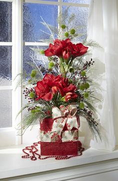 Amaryllis Arrangement Skill Level: Some experience necessary Crafting Time: Under 1 hour Skill Level: Some experience necessary Christmas Flower Arrangements, Christmas Flowers, Silk Flower Arrangements, Christmas Centerpieces, Floral Centerpieces, Christmas Wreaths, Christmas Crafts, Christmas Decorations, Christmas Holidays