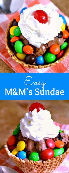 Easy M&M's Sundae recipe . the perfect way to get your chocolate fix! This easy homemade chocolate sundae is a delicious dessert that's great for summer or any sweet occasion like movie night! Your whole family will love this yummy ice cream sundae reci Famous Chocolate Chip Cookie Recipe, Chocolate Sundae, Homemade Chocolate, Chocolate Recipes, Frozen Yogurt Recipes, Frozen Desserts, Easy Desserts, Delicious Desserts, Sweet Desserts