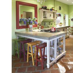 'n Mooi kombuis was nog nooit lelik nie! Gaan kyk op hierdie bladsy is nog mooi foto's van kombuise. Galley Kitchens, Home Kitchens, Dream Kitchens, Concrete Countertops, Bar Chairs, Smart Home, Kitchen Dining, Home And Garden, Layout