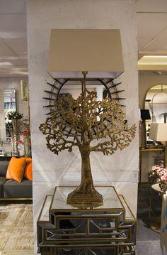 Mulberry. Vår fina lampa som kommer i två storlekar, dels  den större på H 106 cm, B 65 cm, för 3490 kr och den mindre H 66 cm, B 38 cm för 1890 kr.  Besök oss på vårt showroom på Norrlandsgatan 7 och bli inspirerad.  _________  #benington #home #design #homefashion #lamp #exclusive #room #interior #interior4all #interior123 #tree #gold #diningroom #mulberry #lampshade #inredning #decor #cutipol #style #trend #elegant #stockholm #inspo #livingroom #love #luxury #cutipol #colours #instalove