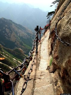 Mount Hua Shan -the most dangerous trail in the world