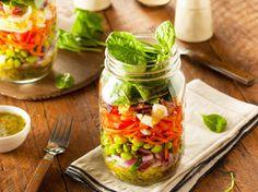 Salat im Glas - so schichten Sie richtig!   LECKER