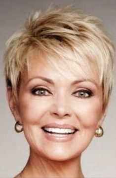 55 New Short Hairstyles for 2019 Bob Cuts for Everyone, New Short Hairstyles for 2019 So the haircuts of 2018 2019 year have absorbed all the good and quality that was offered in previous years. Short Hairstyles For Thick Hair, Short Brown Hair, Short Hair With Bangs, Curly Hair Styles, Thin Hair, Short Haircuts, Popular Haircuts, Natural Hairstyles, Trending Hairstyles