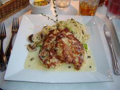 Cafe O'Lei Kihei: macadamia crusted chicken.mmmmmmm....