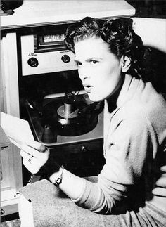 The all time queen of country music,no,the mother of all real country. Country Music Artists, Country Singers, Music Mix, Her Music, Patsy Cline, Vinyl Junkies, Honky Tonk, Yesterday And Today, Cool Countries