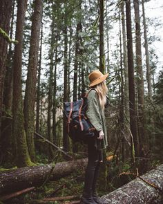 Her Tea Leaves - New pines, fallen logs, and a new felt hat. Deep green + tan + black are your fall colors! Hiking Photography, Mountain Photography, Photography Poses, Tmblr Girl, Cute Hiking Outfit, Travel Clothes Women, Foto Instagram, Photos Voyages, Foto Pose