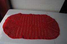 """Receita do """"Tapete simples de crochê oval"""" da artesã Shlla Gavioli do canal Agulha Italiana. Fiz o bico diferente do vídeo.  https://www.youtube.com/user/agulhaitaliana/videos"""
