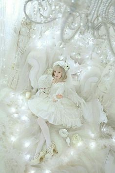 Lolita style in white. Harajuku Fashion, Kawaii Fashion, Cute Fashion, Asian Fashion, Mode Lolita, Lolita Style, Mode Mori, Manga Japan, Brolita