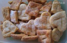 Fánky pečené na plechu (fotorecept) Snack Recipes, Snacks, Apple Pie, Chips, Cookies, Basket, Tapas Food, Biscuits, Appetizer Recipes