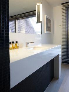 Encimera blanca brillante baño?